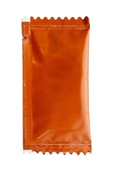 Pacchetto bustina salsa isolato su sfondo bianco