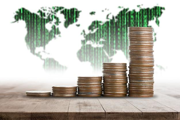 Risparmia denaro con una pila di monete per far crescere la tua attività