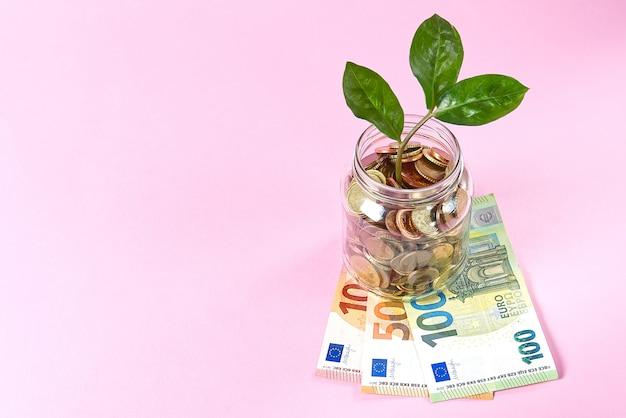 Risparmiare denaro e prendersi cura delle persone in difficoltà del pianeta