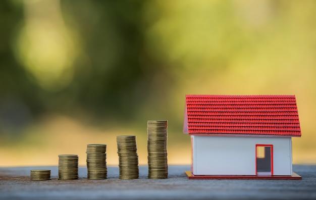 Risparmiare denaro da investire nell'acquisto di una casa o di un immobile in futuro.