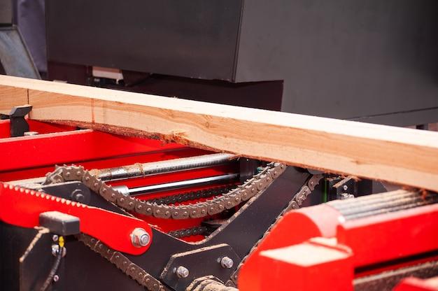 Segheria. segatura di legno lavoro segatura legname legno lavorazione del legno