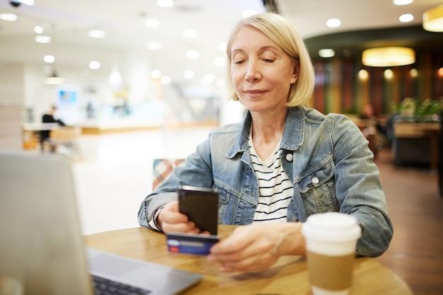 Scansione della carta di credito per il pagamento online