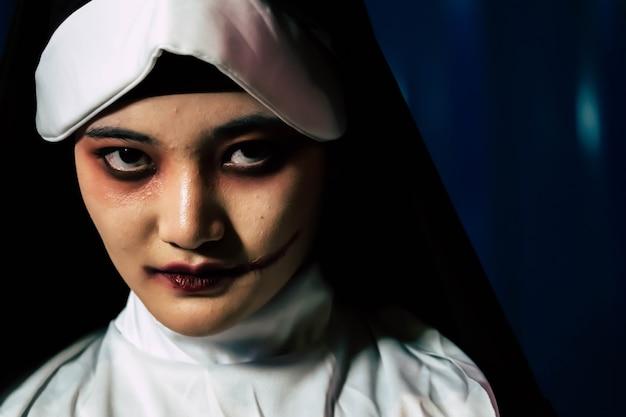 Suora diavolo spaventoso, concetto di halloween