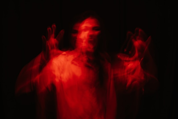 Ritratto spaventoso di una ragazza fantasma