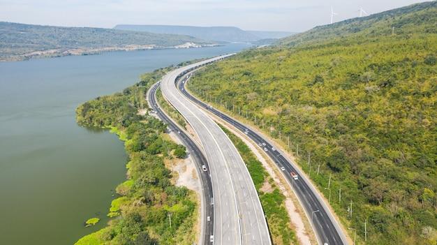 Vista aerea panoramica della grande autostrada