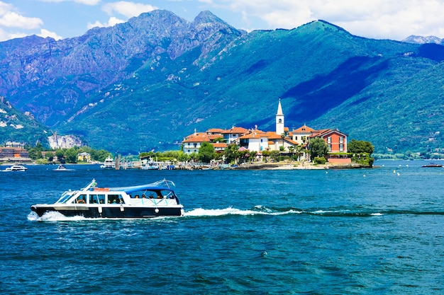 Scenic lago lago maggiore