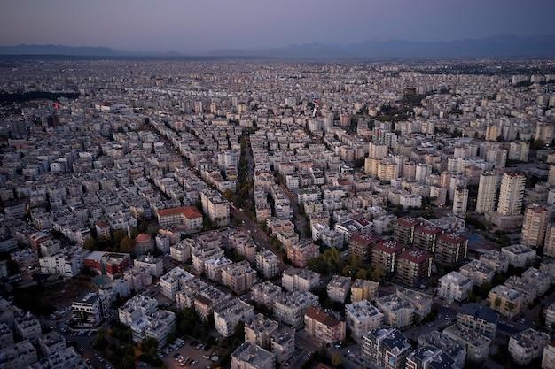Vista panoramica del bellissimo paesaggio urbano, turchia. località turistica in riva al mare. pittoresco tramonto sul mare. vista panoramica aerea.