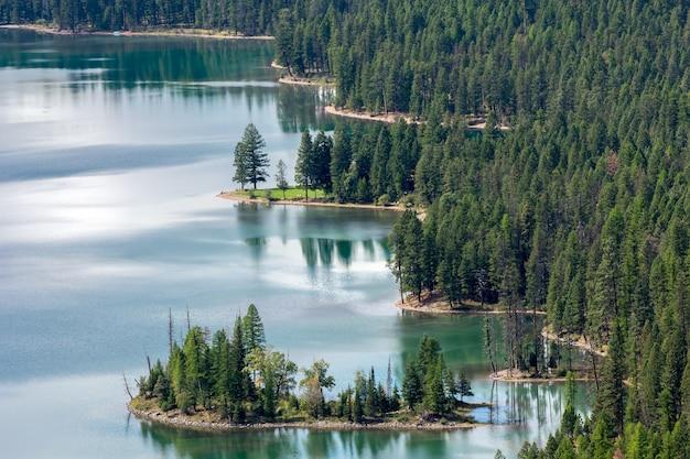 Vista panoramica del lago holland nel montana