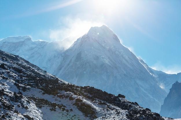 Vista panoramica delle montagne, regione di kanchenjunga, himalaya, nepal.