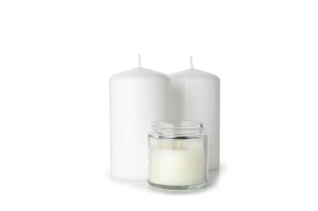Candele profumate per rilassarsi isolati su sfondo bianco