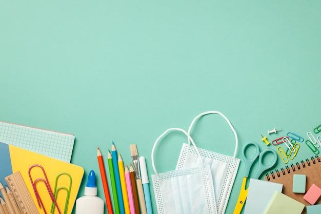 Sfondo di forniture scolastiche. concetto di educazione
