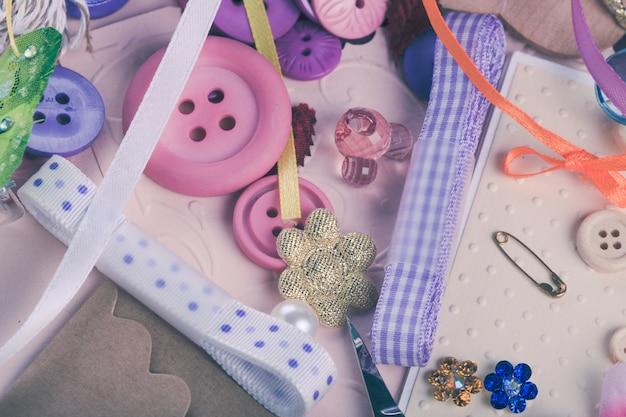 Scrapbooking materiali e strumenti artigianali per il design