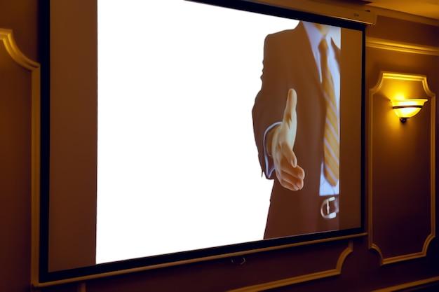 Schermo con immagine aziendale per iscrizione o logo all'interno di seminari o conferenze con concetti aziendali. sala convegni, meeting aziendali. schermo per proiezioni di fondo isolante bianco