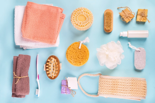 Scrub peeling brush body scrubber massager luffa barra di sapone sul blu