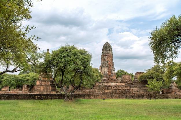 Paesaggio della scultura di antica vecchia pagoda