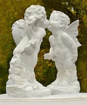 Scultura di angeli nel parco
