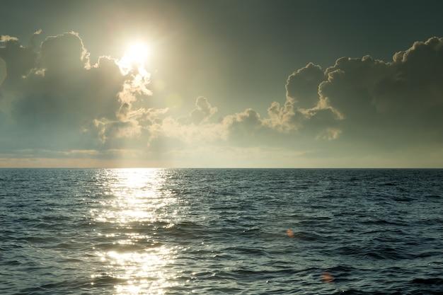 Fondo del mare e della spiaggia con lo spazio della copia