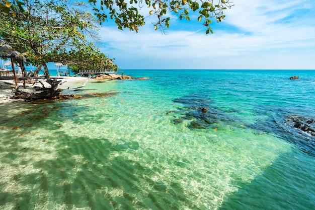 Spiaggia del mare a koh munnork island, rayong, thailandia