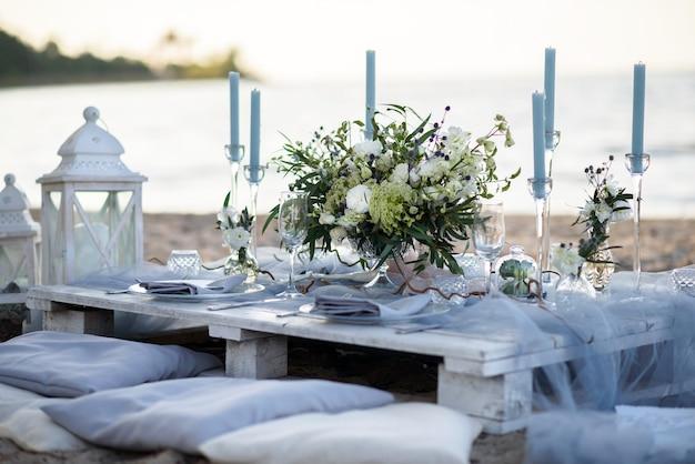 Decorazioni per matrimoni in mare sulla costa