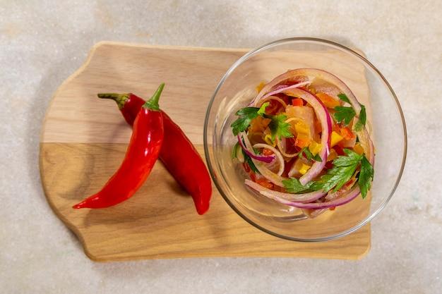 Ceviche di pesce, piatto tipico del perù.