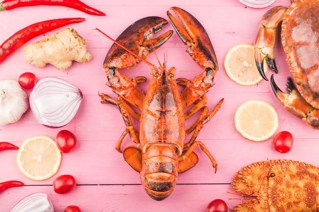 Cena a base di pesce, cena a base di pesce con aragosta fresca, granchio, cozze e ostriche come sfondo