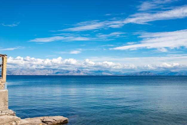 Sealine vicino all'isola di corfù, grecia.