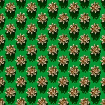 Fondo senza cuciture del nastro dorato presente sul verde