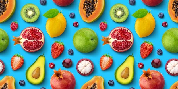 Modello senza cuciture di diversi frutti e bacche, piatto laico, vista dall'alto, trama tropicale ed esotica