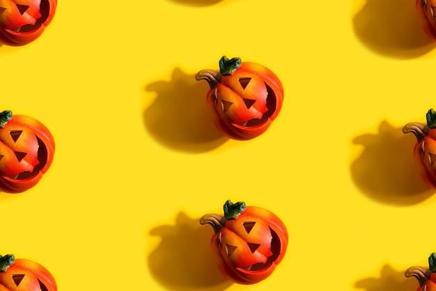 Modello senza cuciture con zucca jack lanterne, concetto di halloween