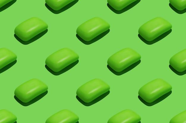 Seamless pattern ripetitivo con saponette verdi su sfondo verde.
