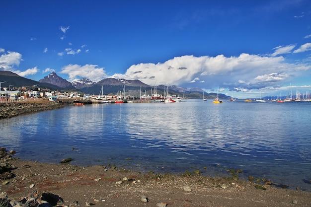 Porto marittimo nella città di ushuaia sulla terra del fuoco, argentina