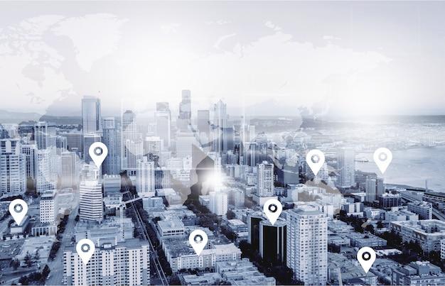 Ricerca della posizione sulla mappa e del pin sopra il paesaggio urbano in tonalità blu e la connessione di rete,