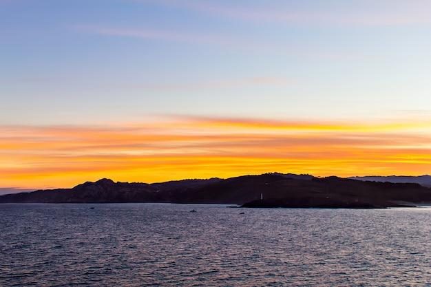 Seascape e isole alla luce del tramonto