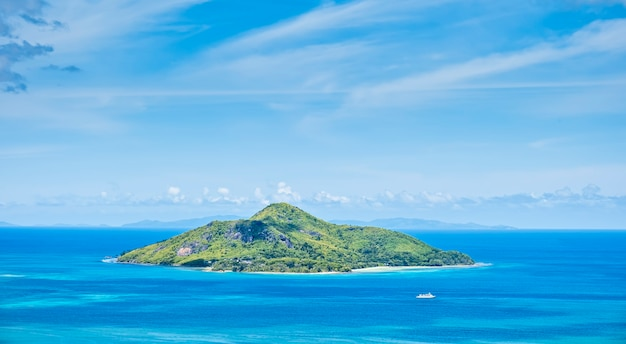 Vista sul mare con vista sull'isola di sant'anna