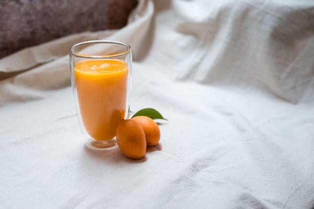 Bevanda stagionale frullato di prugne mariane con colpi di caffè espresso