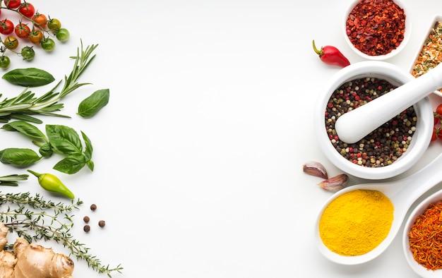Condimenti aromatizzati assortimento di condimento Foto Premium
