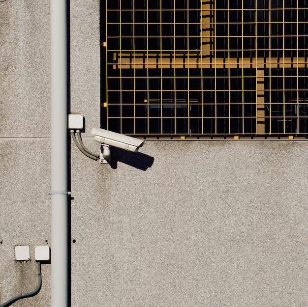 Telecamera di sicurezza sul muro dell'edificio