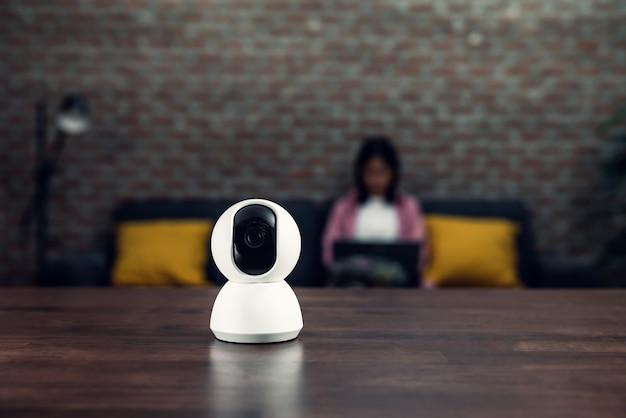Telecamera tvcc di sicurezza, tecnologia di sorveglianza sul tavolo