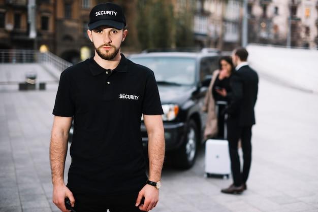 Team di sicurezza che garantisce la protezione del cliente