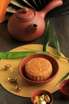 Messa a fuoco selezionata torta lunare spuntino dolce cinese durante il capodanno lunare festival di metà autunno