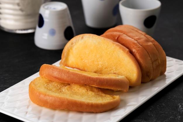 Selezionato focus roti sisir jadul, pane da pull over dolce e morbido fatto in casa con margarina e zucchero da spalmare.