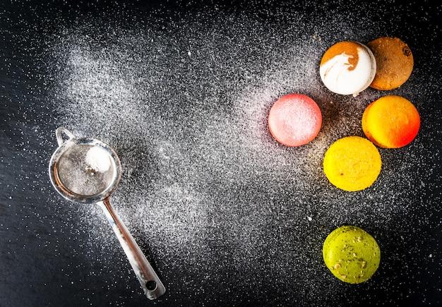 Selezione di torte colorate macaron Foto Premium