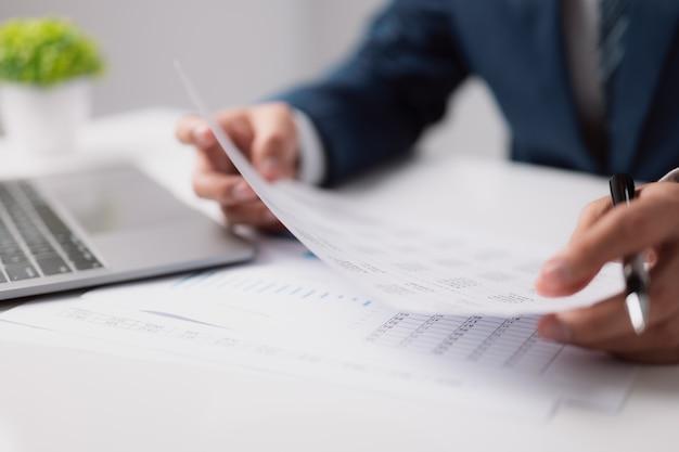 Per la selezione delle risorse umane per il business hr audit riprende i documenti di domanda