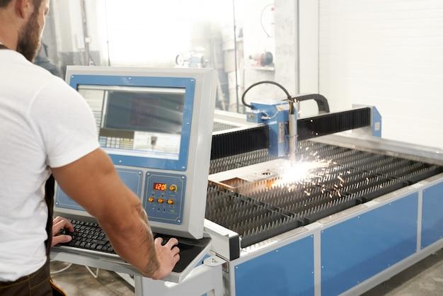Messa a fuoco selettiva del processo di taglio al plasma in fabbrica