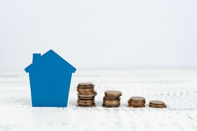Vendere la proprietà del terreno, investire in una nuova proprietà, creare un contratto di vendita, acquistare una casa di nuova costruzione, calcolare le risorse monetarie, pianificare il futuro della famiglia