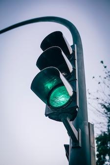 Semaforo di colore verde