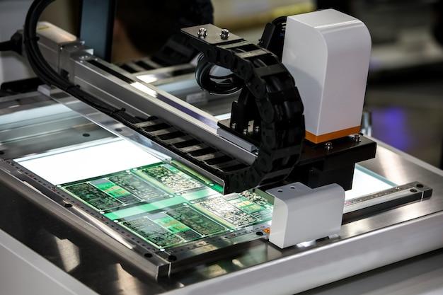 Sistema di visualizzazione ingrandimento semi automatico, micro apparecchiatura elettronica