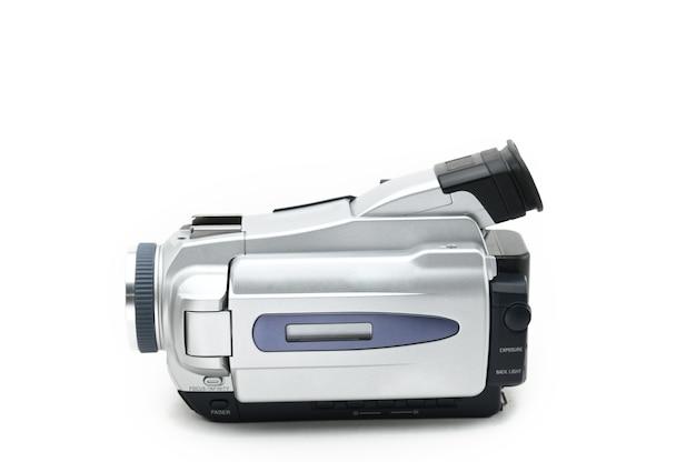 Videocamera semiprofessionale utilizzata per la ripresa di video clip su sfondo bianco isolato