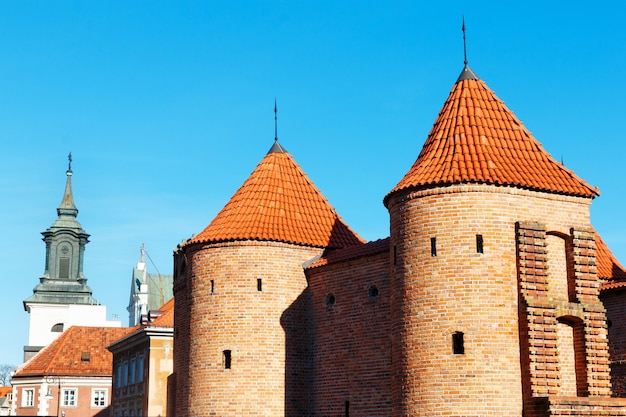 Barbacane fortificato semicircolare dell'avamposto a varsavia, polonia