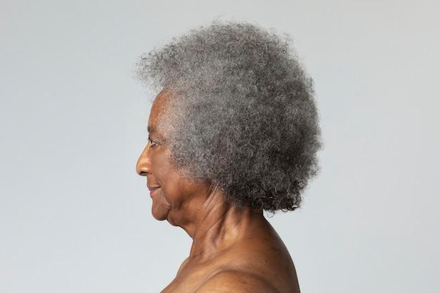 Senior donna afroamericana nel profilo